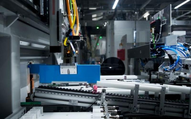 Ilustrasi produksi modul baterai masa depan di Pabrik BMW Group Leipzig (25/09/2020). Kementerian Koordinator Bidang Kemaritiman dan Investasi RI mengungkapkan bahwa Contemporary Amperex Technology Co. Ltd (CATL) dan LG Chem Ltd. berencana untuk berinvestasi pada seluruh proyek baterai listrik.  - BMW