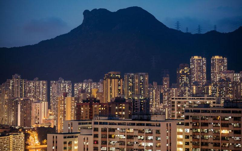 Gemelap properti Hong Kong pada malam hari./Bloomberg - Paul Yeung