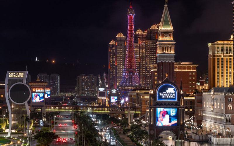 Makau di waktu malam./Bloomberg - Anthony Kwan