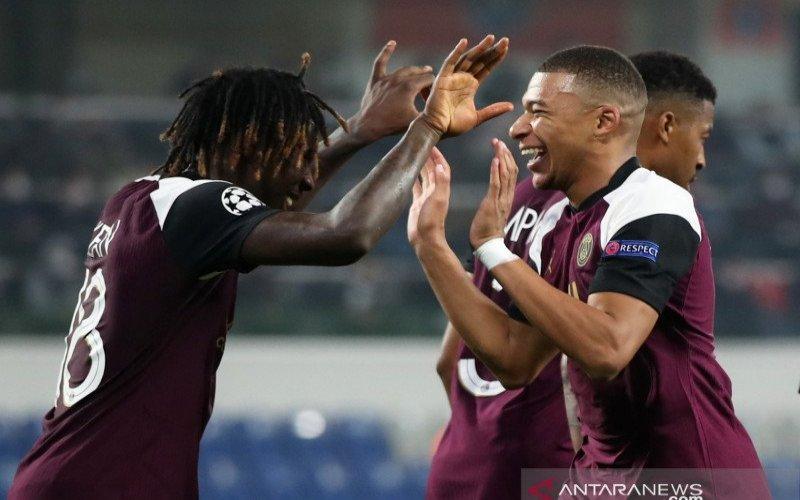 Kean dan Mbappe melakukan selebrasi gol usai cetak gol ke gawang Istanbul Basaksehir di Liga Champions pada Kamis (29/10). - Reuters