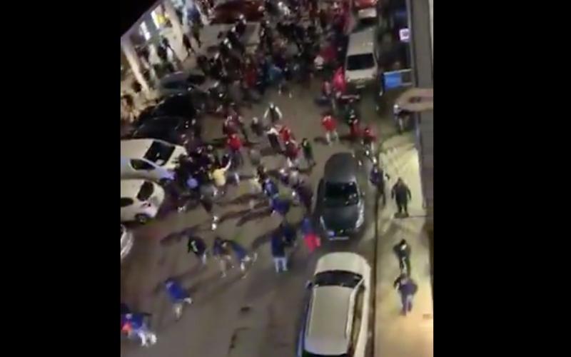 Tangkapan layar dari sebuah video yang menunjukkan ratusan orang dari etnis Turki dan Azerbaijan turun ke jalanan di Kota Lyon, Prancis, Kamis (28/10/2020) - Twitter