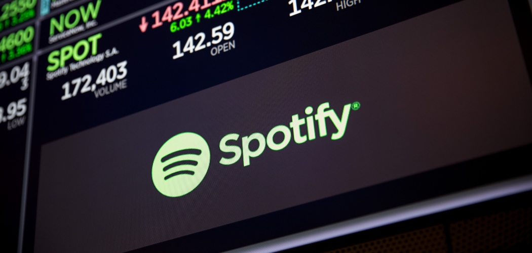 Layar monitor menampilkan saham Spotify di New York Stock Exchange (NYSE) di New York, AS, Senin (3/12/2018). - Bloomberg/Michael Nagle