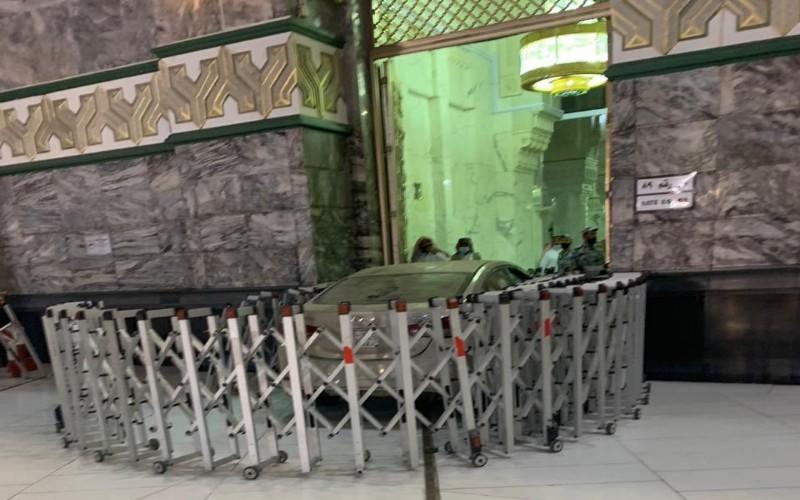 Mobil yang tabrak pintu Masjidil Haram