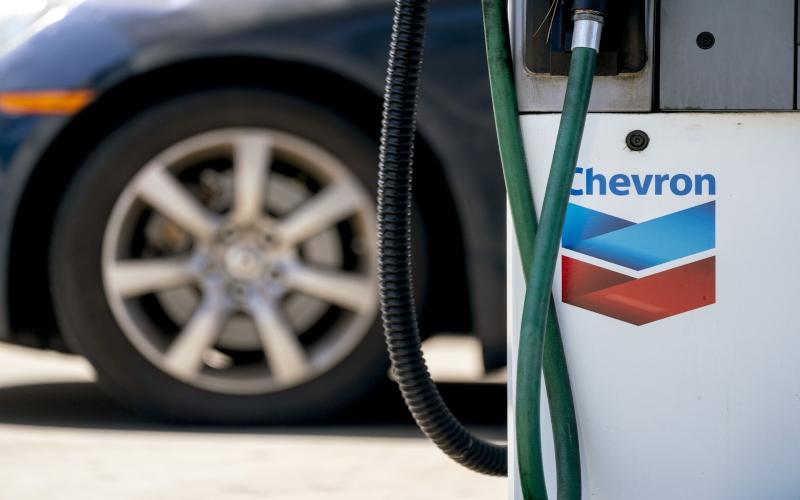 Pemandangan salah satu SPBU Chevron (2020). Bloomberg  -  Kyle Grillot\n