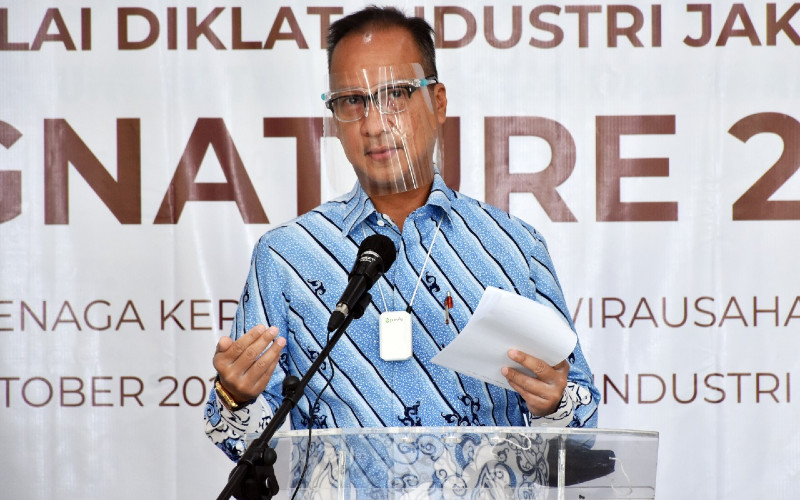 Menteri Perindustrian Agus Gumiwang Kartasasmita mengatakan bahwa guna mendorong pertumbuhan industri nasional, terdapat tiga pilar utama yang harus menjadi perhatian, yaitu investasi, teknologi, dan SDM. - Kemenperin
