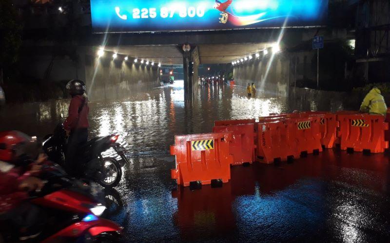 Jalanan Jakarta tertutup air pada Senin, (21/9/2020). - Dok. BNPB