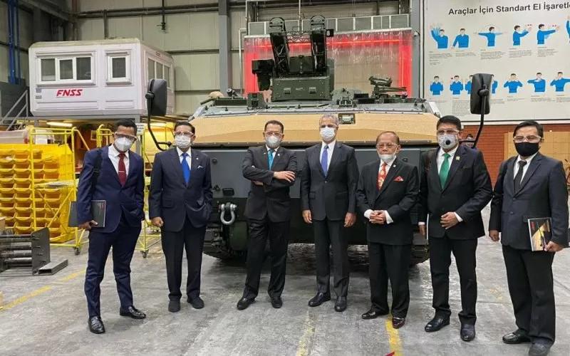 Ketua MPR RI Bambang Soesatyo bersama Pimpinan MPR RI melakukan kunjungan kerja ke Pusat Industri Strategis FNSS Defence System, di Ankara, Turki, Selasa (3/11/2020).  - ANTARA.