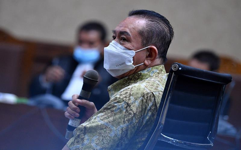 Djoko Tjandra saat menjalani sidang dakwaan dalam perkara dugaan suap kepada jaksa dan perwira tinggi Polri serta pemufakatan jahat di Pengadilan Tipikor, Jakarta, Senin (2/11/2020). - Antara