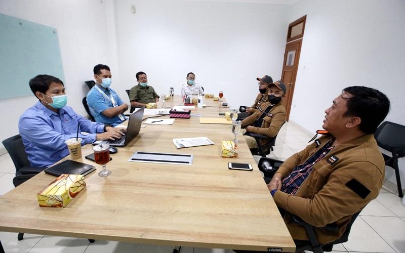 Tim Jelajah Segitiga Rebana III Bisnis Indonesia saat beraudiensi dengan jajaran pimpinan PT Migas Hulu Jabar (MUJ) ONWJ di kantornya, hari ini - Bisnis/Rachman