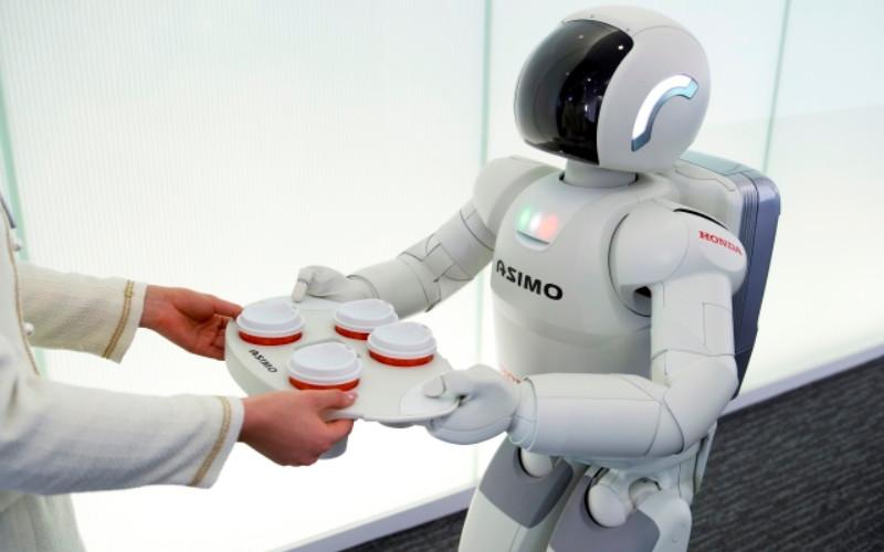 ASIMO. Pada 2018, Honda menghentikan pengembangan ASIMO untuk fokus terhadap teknologi robotik selanjutnya.  - Honda