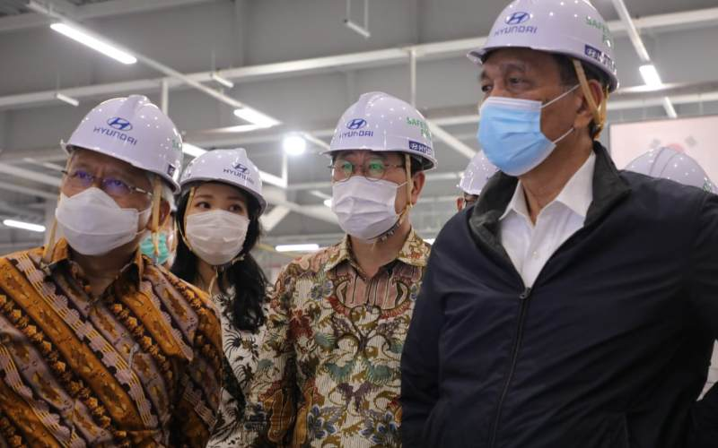 Menko Bidang Kemaritiman dan Investasi (Menko Marves) Luhut B. Pandjaitan saat mengunjungi Pabrik Mobil Listrik Hyundai di Sukamukti Bekasi, Jumat (6/11/2020). - istimewa