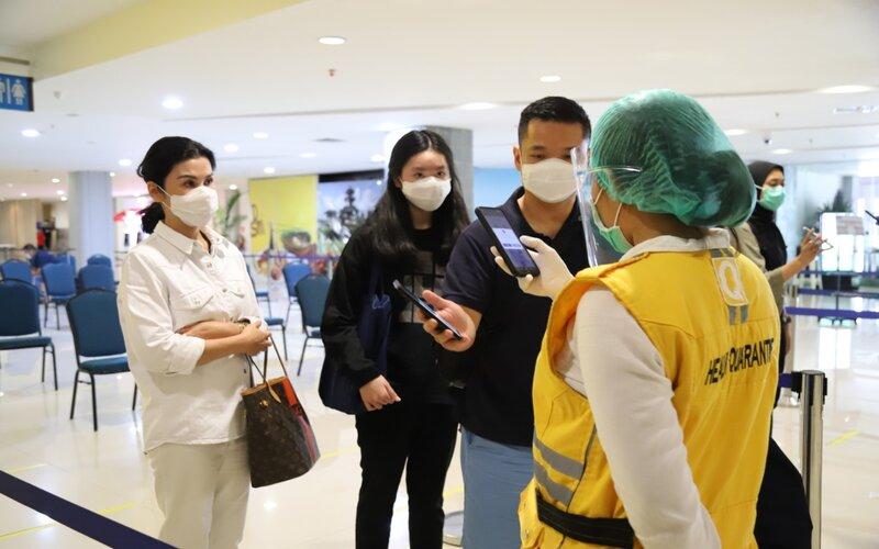 Calon penumpang pesawat di Bandara Ngurah Rai Bali.