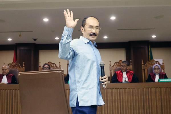 Fredrich Yunadi  saatmenjalani sidang pembacaan putusan hakim di Pengadilan Tindak Pidana Korupsi Jakarta, Kamis (28/6/2018). - ANTARA/Reno Esnir