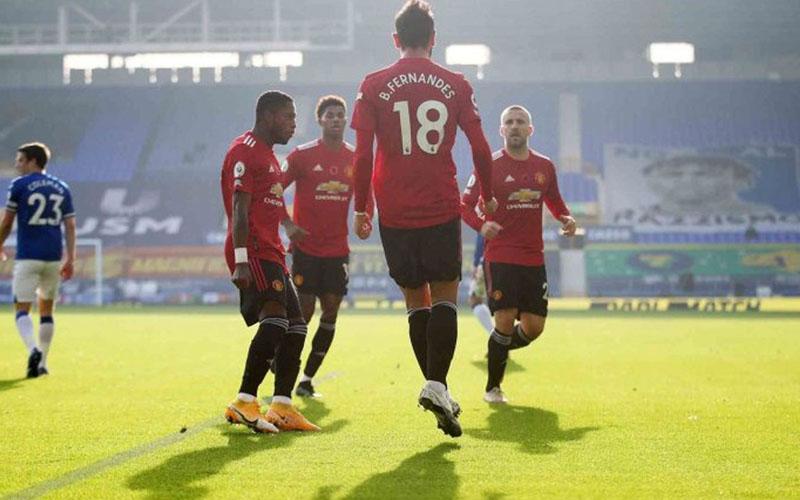 Para pemain Manchster united merayakan gol yang dicetak Bruno Fernandes (18) ke  gawang Everton./Antara - Reuters