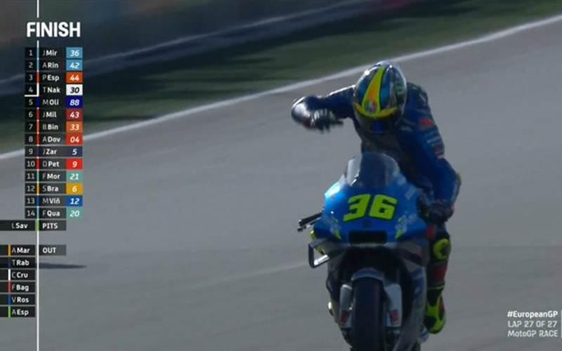 Aksi Joan Mir saat memasuki finish di MotoGP Eropa - @MotoGP