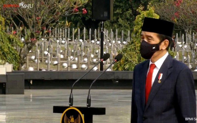 Presiden Joko Widodo menjadi inspektur Upacara Ziarah Nasional Hari Pahlawan Tahun 2020, di Taman Makam Pahlawan (TMP) Kalibata, Jakarta Selatan, Selasa, 10 November 2020  -  Youtube Setpres