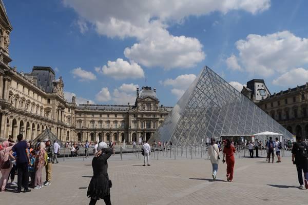 Museum Louvre merupakan museum paling populer di Paris, Prancis. - Andhina Wulandari