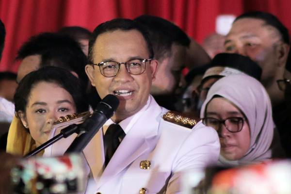 Gubernur DKI Jakarta  Anies Baswedan berpidato pertama kali, setelah resmi menjabat sebagai Gubernur DKI Jakarta periode 2017-2022, di Balai Kota, Jakarta, Senin (16/10). - JIBI/Felix Jody Kinarwan