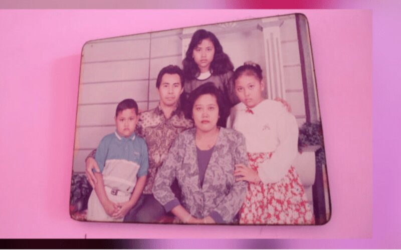 Foto Nunuk Widiasih bersama keluarga.