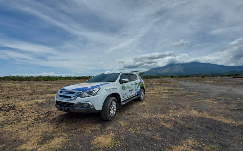 Mobil MU/X Premiere Astra Isuzu yang terlibat dalam program Jelajah Wisata KemBali yang diinisiasi oleh Bisnis Indonesia.