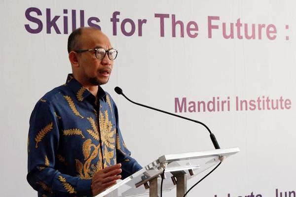 Chairman of Advisory Board Mandiri Institute M. Chatib Basri memberikan kata sambutan di sela-sela penandatanganan kerja sama di Jakarta, Rabu (6/6/2018). - JIBI/Nurul Hidayat