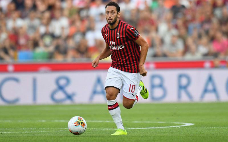 Pemain tengah AC Milan Hakan Calhanoglu - Sempre Milan