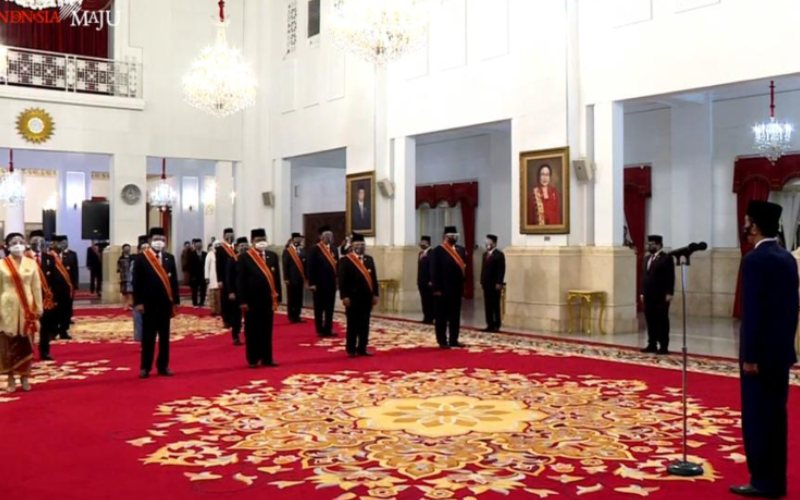 Presiden Joko Widodo memimpin upacara penganugerahan Tanda Jasa dan Tanda Kehormatan RI Tahun 2020 di Istana Negara, Jakarta, Rabu 11 November 2020 / Youtube Setpres