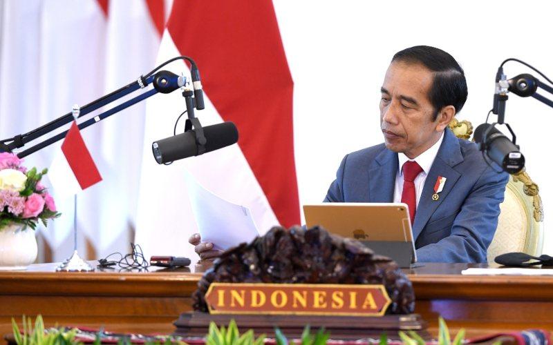 Presiden Joko Widodo menghadiri rangkaian Konferensi Tingkat Tinggi (KTT) ke-37 ASEAN secara virtual melalui konferensi video dari Istana Kepresidenan Bogor, Jawa Barat, Kamis, 12 November 2020 - Biro Pers Sekretariat Presiden - Lukas