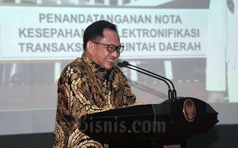 Menteri Dalam Negeri Tito Karnavian memberikan pemaparan seusai menandatangani perjanjian kerja sama di Jakarta, Kamis (13/2/2020). Bisnis - Himawan L Nugraha