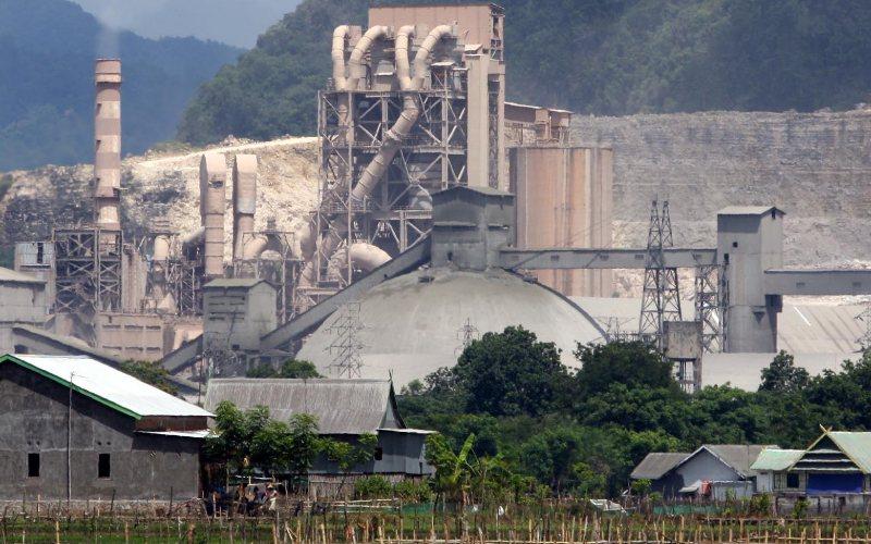 Pabrik PT Semen Tonasa di kabupaten Pangkep, Sulawesi Selatan, Senin (18/1).  - BISNIS.COM