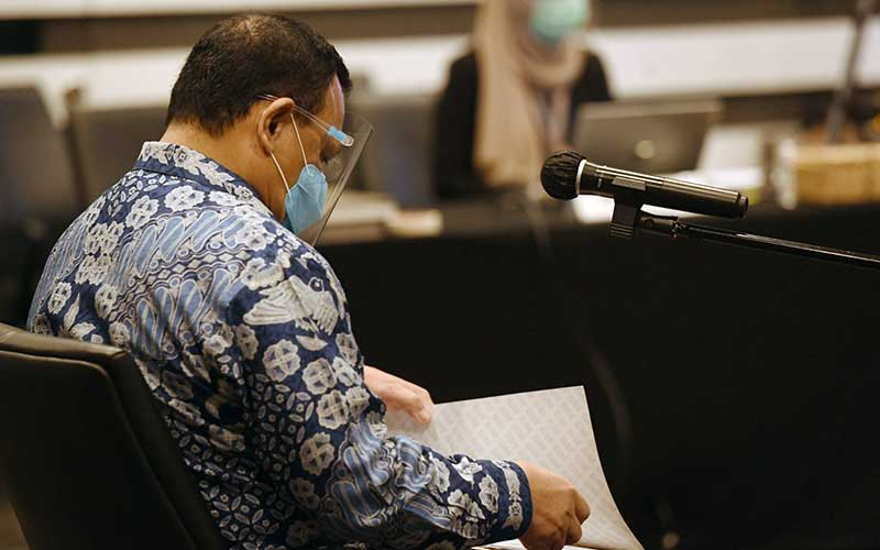 Ketua KPK Firli Bahuri saat bersiap menjalani sidang etik dengan agenda pembacaan putusan di Gedung ACLC KPK, Jakarta, Kamis (24/9/2020). - Antara/Hafidz Mubarak A
