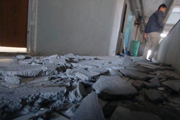 Gedung rusak akibat gempa di Padang - Antara/Iggoy el Fitra