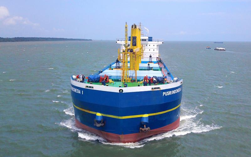 KM Pusri Indonesia 1 merupakan salah satu kapal milik PT Pupuk Indonesia Logistik berjenis SPUB.  - Pupuk Indonesia