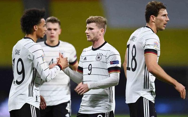 Pemain Jerman merayakan gol Leroy Aziz Sane (kjiri) ke gawang Ukraina./Antara - Reuters