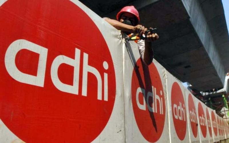 Pekerja beraktivitas di proyek yang dikerjakan PT Adhi Karya. - Bisnis/Nurul Hidayat