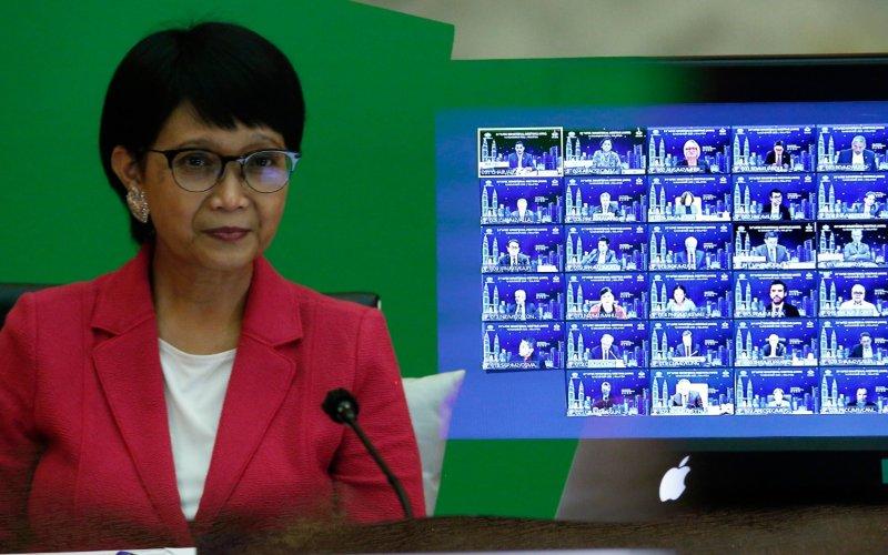 Menteri Luar Negeri Retno Marsudi mengikuti Pertemuan Tingkat Menteri (PTM) forum Asia Pacific Economic Cooperation (APEC) yang dihelat secara virtual, Senin Senin (16/11/2020) - Dok./Kemenlu