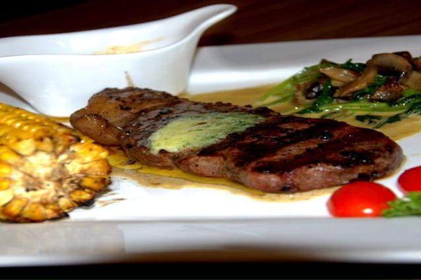 Menu steak di Ang's Grille - dokumentasi