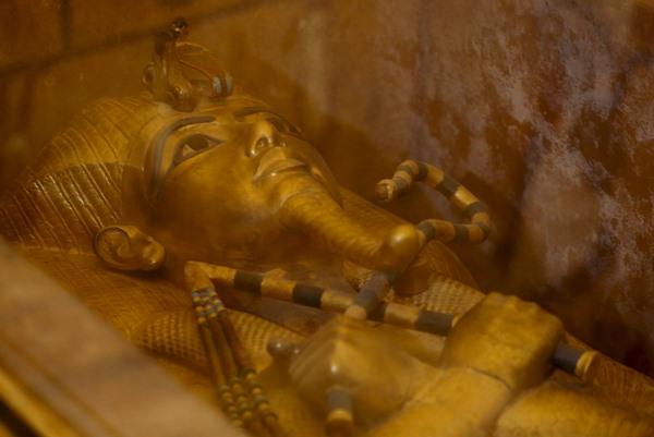 Sarkofagus emas Raja Tutankhamun di Mesir - Reuters/Mohamed Abd El Ghany