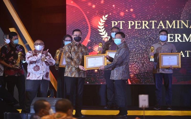 Integrated Terminal Makassar PT Pertamina (Persero) Regional Sulawesi melalui program Sekolah Anak Percaya Diri berhasil meraih penghargaan Padmamitra Award 2020 pada program CSR bidang kemiskinan yang diselenggarakan oleh Kementerian Sosial Republik Indonesia pada Selasa Malam (17 - 11) di Grand Mercure Kemayoran, Jakarta.