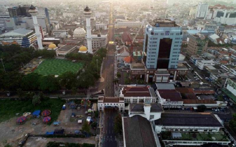 Foto udara Alun-alun Kota Bandung yang berada di kawasan Asia Afrika - Bisnis