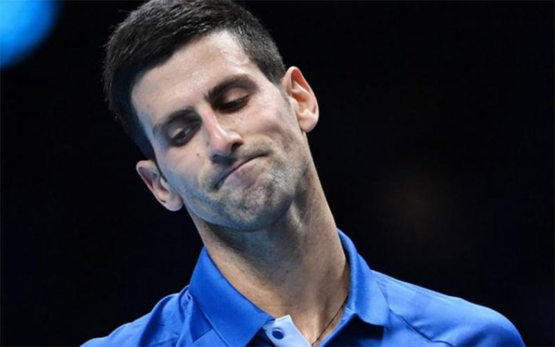 Wajah kecewa Novak Djokovic ketika dikalahkan Daniil Medvedev. - BBC