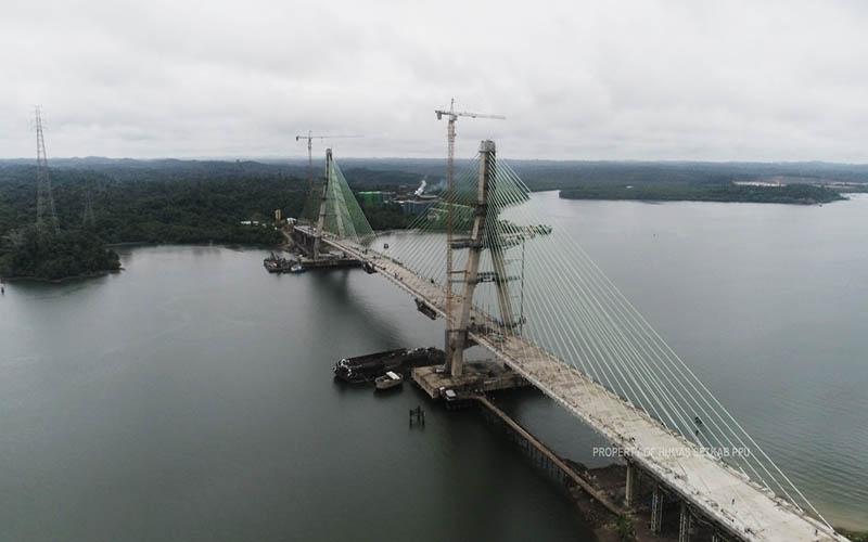 Jembatan Pulau Balang dilihat dari udara. Jembatan ini akan meningkatkan konektivitas pada Lintas Selatan Kalimantan sebagai jalur utama angkutan logistik karena jarak dan waktu tempuh menjadi lebih singkat. - JIBI/Humas Pemkab PPU