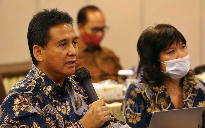 Ketua Asosiasi Pengusaha Indonesia (Apindo) Hariyadi B. Sukamdani (kiri) bersama dengan Wakil Ketua Umum Shinta Widjaja Kamdani saat Rapat Kerja dan Konsultasi Nasional (Rakerkonas) APINDO 2020 yang dilakukan secara virtual di Jakarta, Rabu (12/8/2020). Bisnis - Eusebio Chrysnamurti