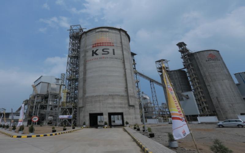 Krakatau Semen Indonesia. Perseroan terlahir dari perkawinan antara PT Krakatau Steel dan PT Semen Indonesia dengan share saham 50:50 pada 2018.  - Krakatau Semen Indonesia