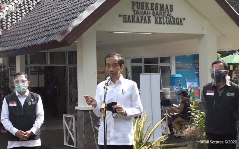 Presiden Joko Widodo didampingi Menteri Kesehatan Terawan Agus Putranto meninjau simulasi vaksinasi Covid-19 di Puskesmas Tanah Sareal, Bogor, Jawa Barat, Rabu, 18 November 2020  -  Youtube Setpres