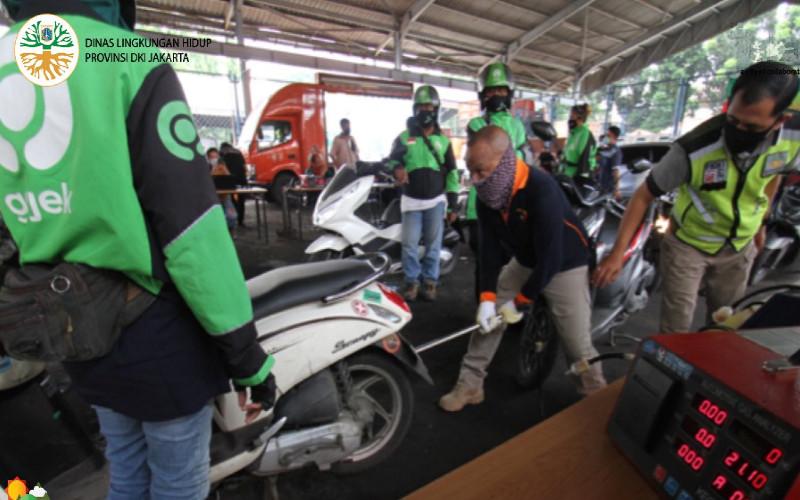 Uji emisi sepeda motor mitra Gojek di Dinas Lingkungan Hidup DKI Jakarta.  - dinaslhdki