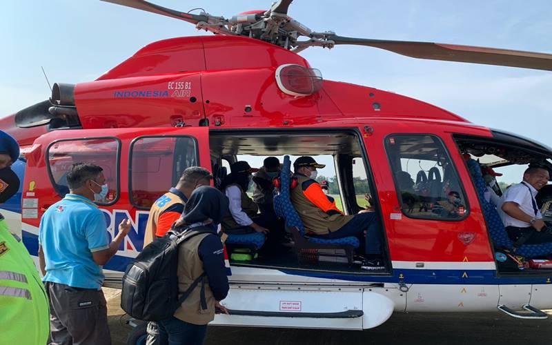 Kepala Badan Nasional Penanggulangan Bencana (BNPB) Doni Monardo melakukan pemantauan perkembangan aktivitas Gunung Merapi melalui udara menggunakan helikopter BNPB, Jumat (20/11/2020). - Humas BNPB