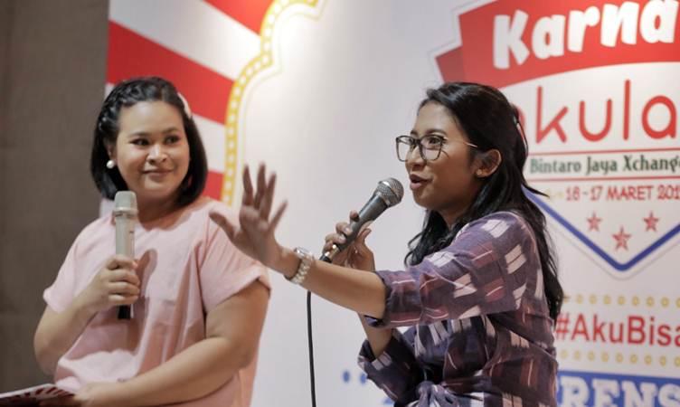 Direktur Corporate Affairs and Public Relations Akulaku Indonesia Anggie Setia Ariningsih (kanan) memberikan paparan dalam jumpa pers KarnavAL Akulaku di Jakarta, Rabu (13/3/2019). - Bisnis/Felix Jody Kinarwan