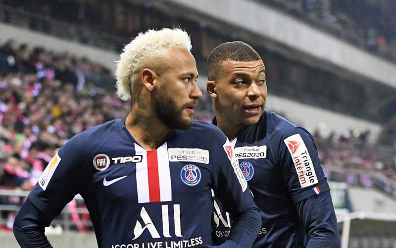 Duet penyerang Paris Saint-Germain, Neymar da Silva Santos Jr. (kiri) dan Kylian Mbappe. Kehadiran dua pemain itu setelah dibekap cedera tak membantu PSG menghindari kekalahan dari Monaco. - Ligue1.com