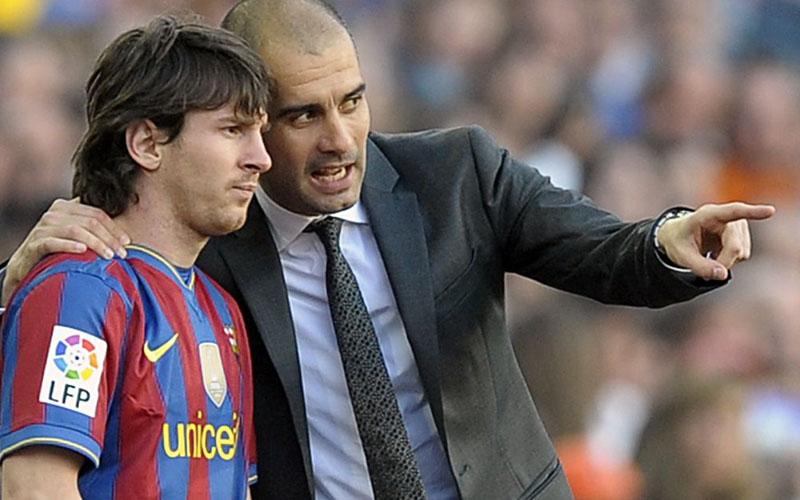 Pep Guardiola (kanan) dan Lionel Messi ketika masih bersama di Barcelona. - Manchester Evening News
